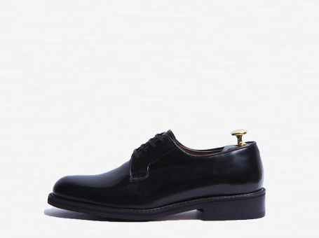 plain dervy shoess . black